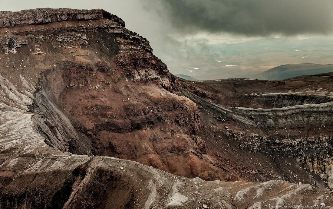 14. Здесь застывшая лава и вулканический пепел образуют поистине неземные пейзажи. Это ощущение усил