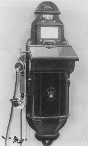 Внешний вид стенного фонического аппарата с двумя вызовными кнопками, служащего при установке двухпроводной линии.