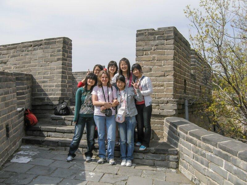 В окружении китаянок, Великая китайская стена, Бадалин
