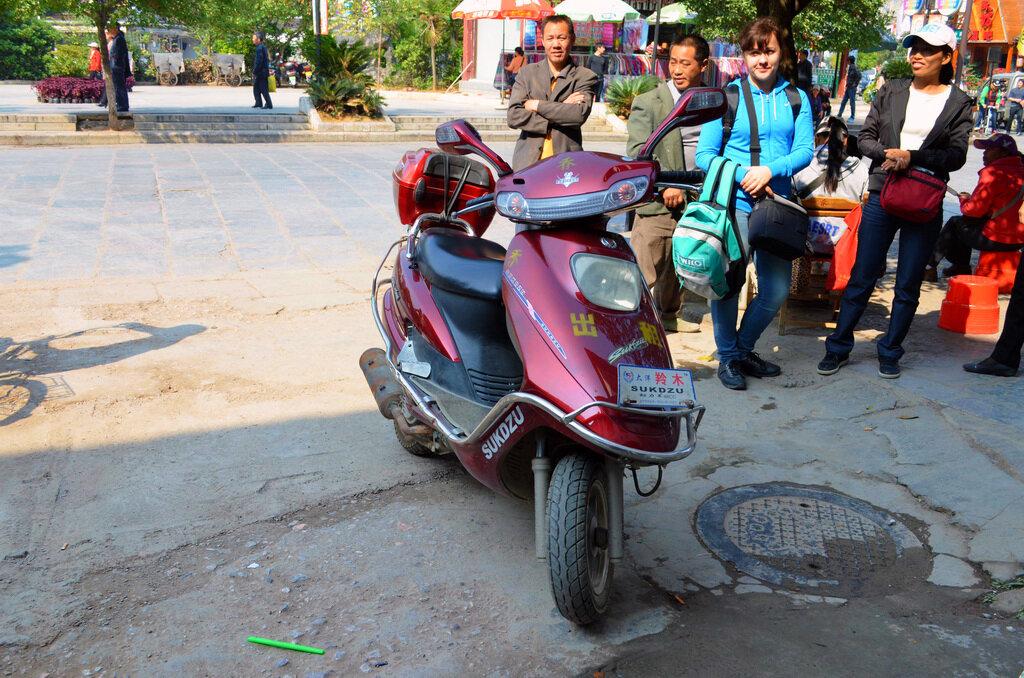 Фотография. Отдых в Китае. Поездка в Яншо. Вот этот мотобайк мы взяли напрокат.