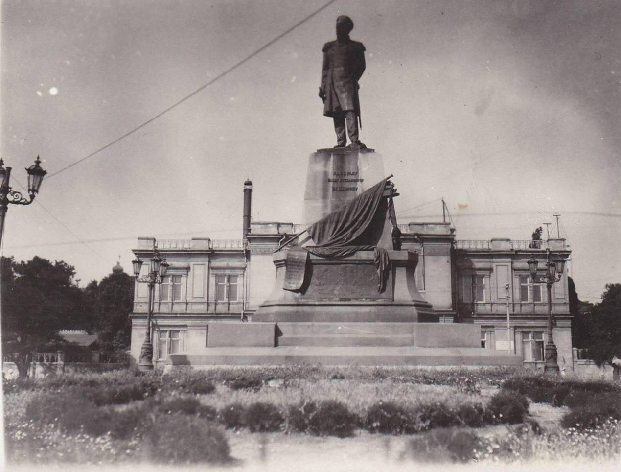 1920. Памятник Нахимову