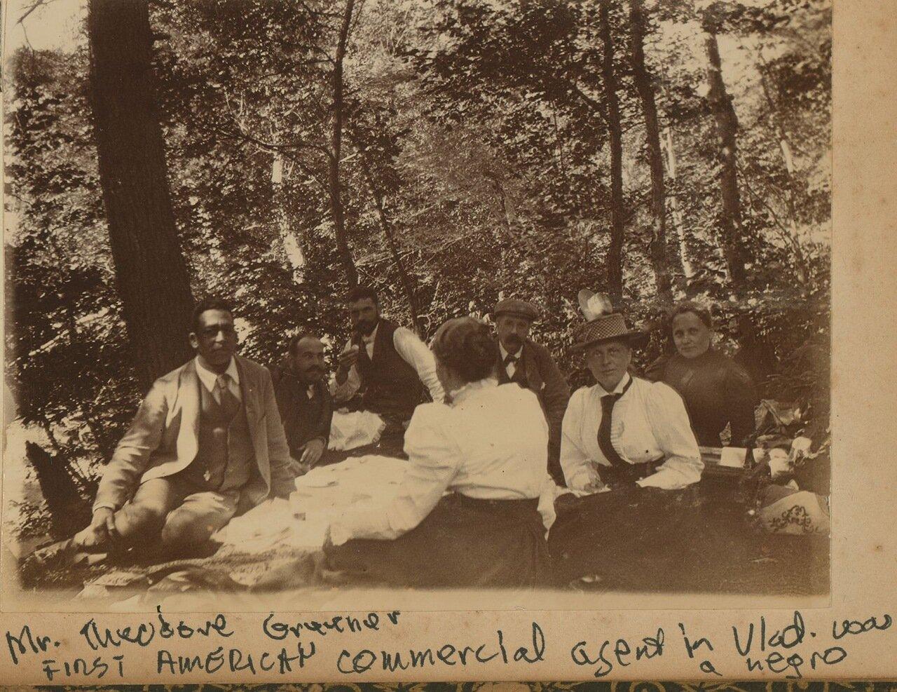 Пикник в лесу Седанка к северу от Владивостока. Сентябрь 1899