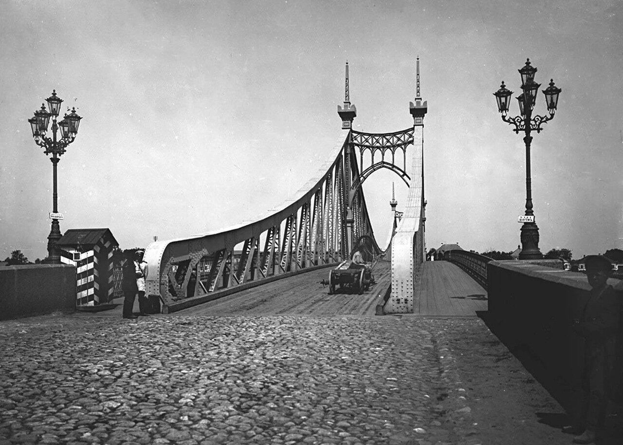 Общий вид моста через реку Волгу