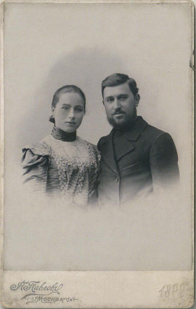 Сын Комиссарова - Исидор Исидорович с женой Марией Петровной
