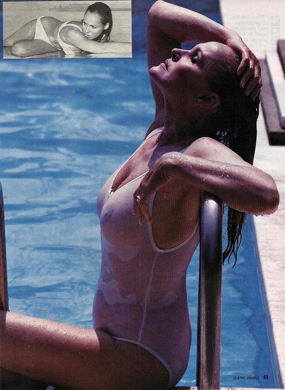Topless bond girl — photo 7