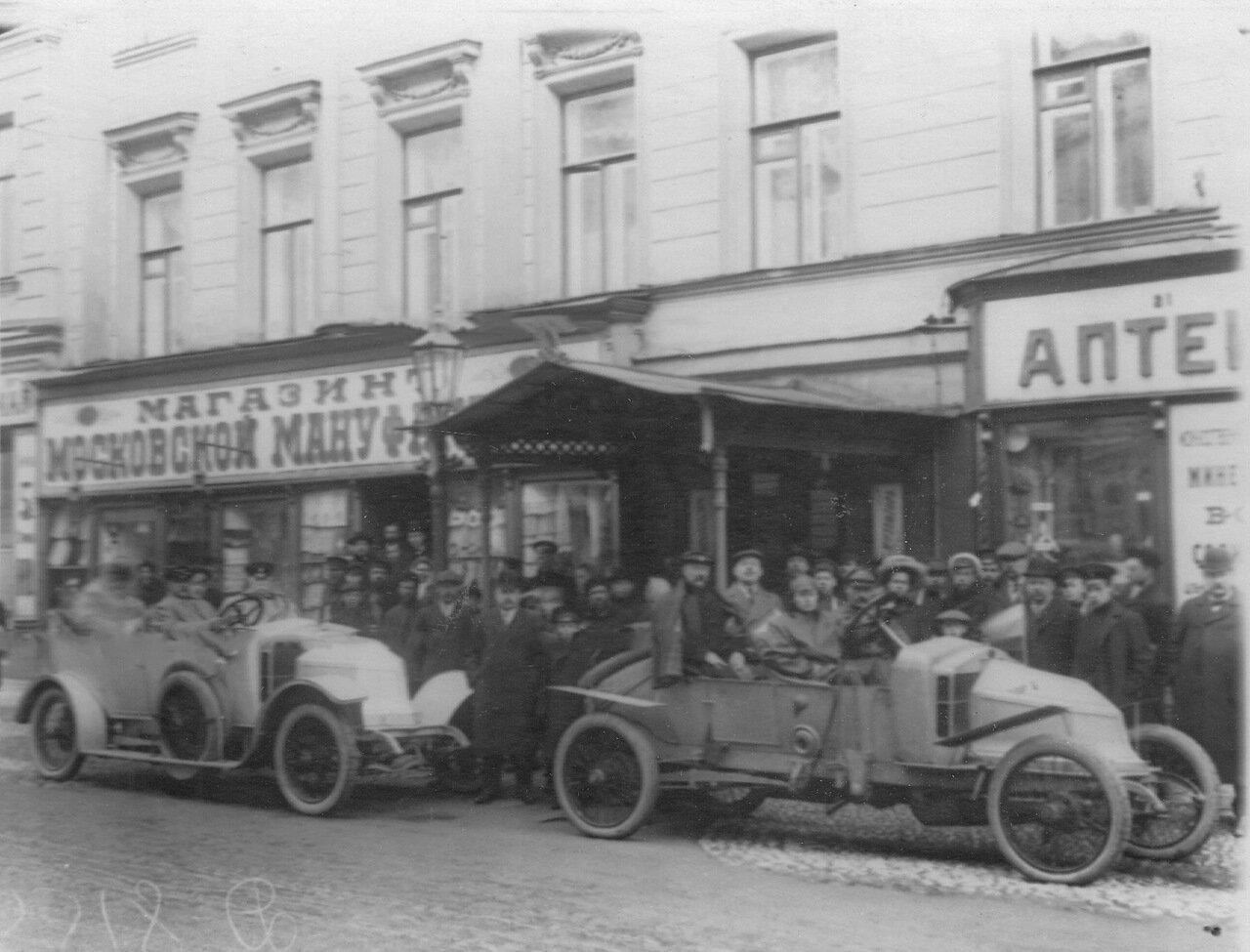 Автомобили, участники пробега, на Садовой улице