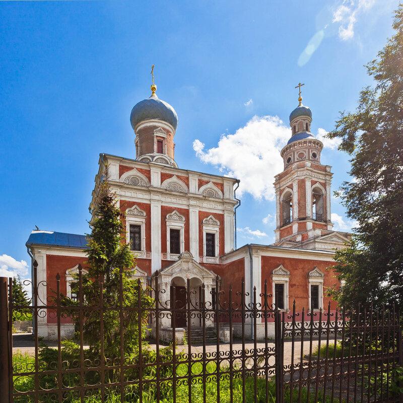 Красная Успенская церковь,