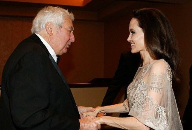 Джоли в голом платье получила премию за вклад в киноискусство (6 фото)