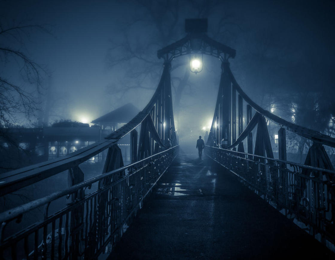 Foggy Night – Photographer captures amazing photos of his city on a foggy night