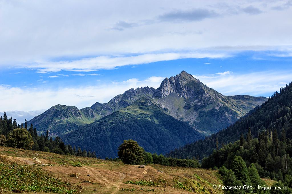 Гора на границе с Кавказом в Рицинском национальном парке