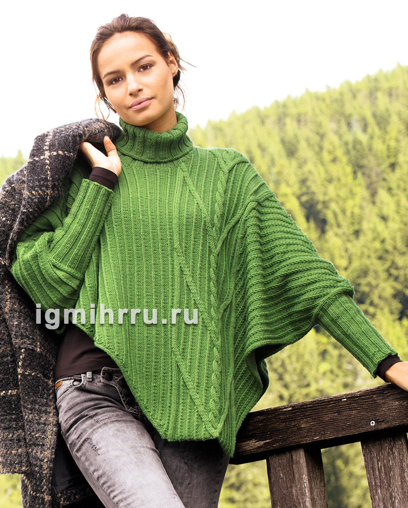 Зеленое теплое пончо асимметричного покроя, с воротником и рукавами. Вязание спицами