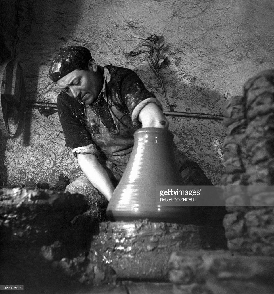 1945. Гончар за работой. Сент-Арман