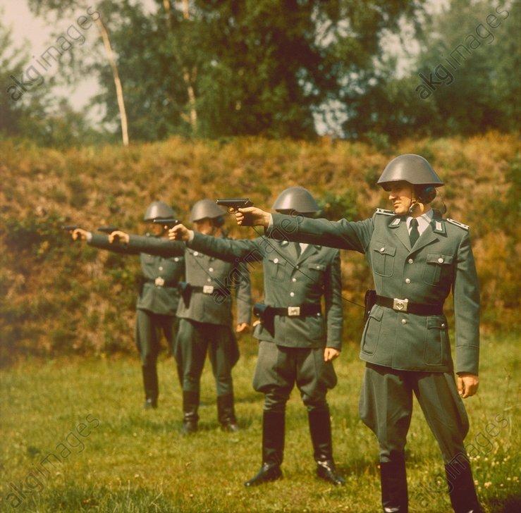DDR-Volkspolizei/SchieЯьbung/Foto 1984 - -