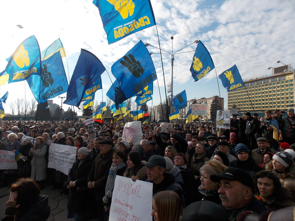 Запорожский Евромайдан: «Банду геть!», «Ода чму» и галочка против Януковича (ФОТОРЕПОРТАЖ), фото-1