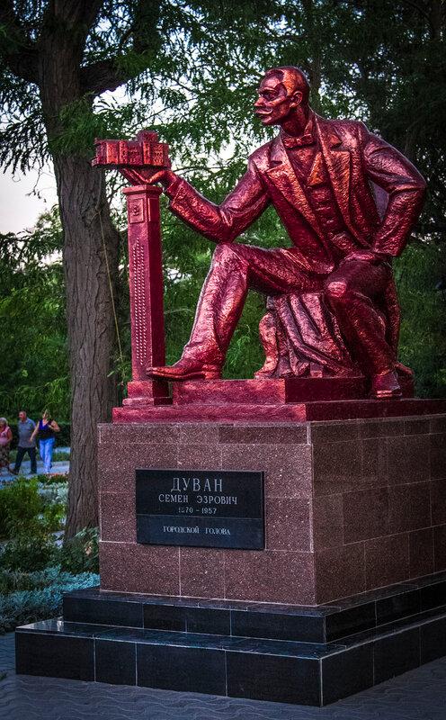 Памятник Дувану Семёну Эзровичу