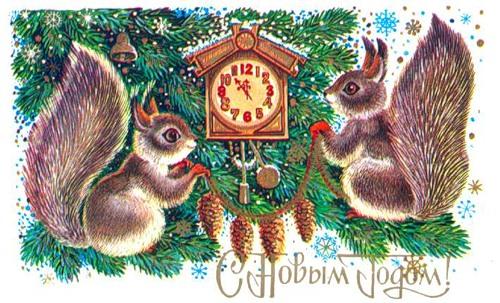 С Новым годом! Белочки украшают елочку шишками
