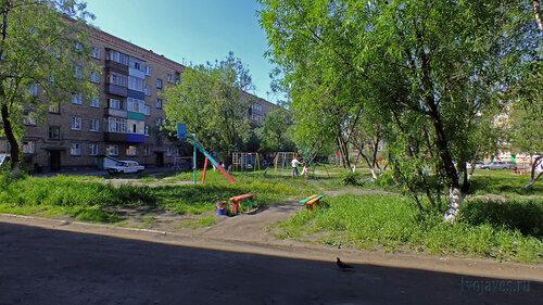 Фото города Инта №4914  Дворы домов Горького 6а, Чернова 7 03.07.2013_14:15