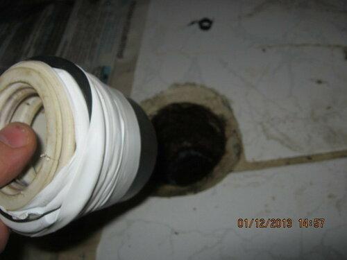 Вставляю манжет в канализационный слив