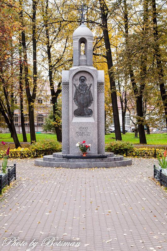 Памятник с крестом на просвет Тихвин купить памятник на кладбище Бийск