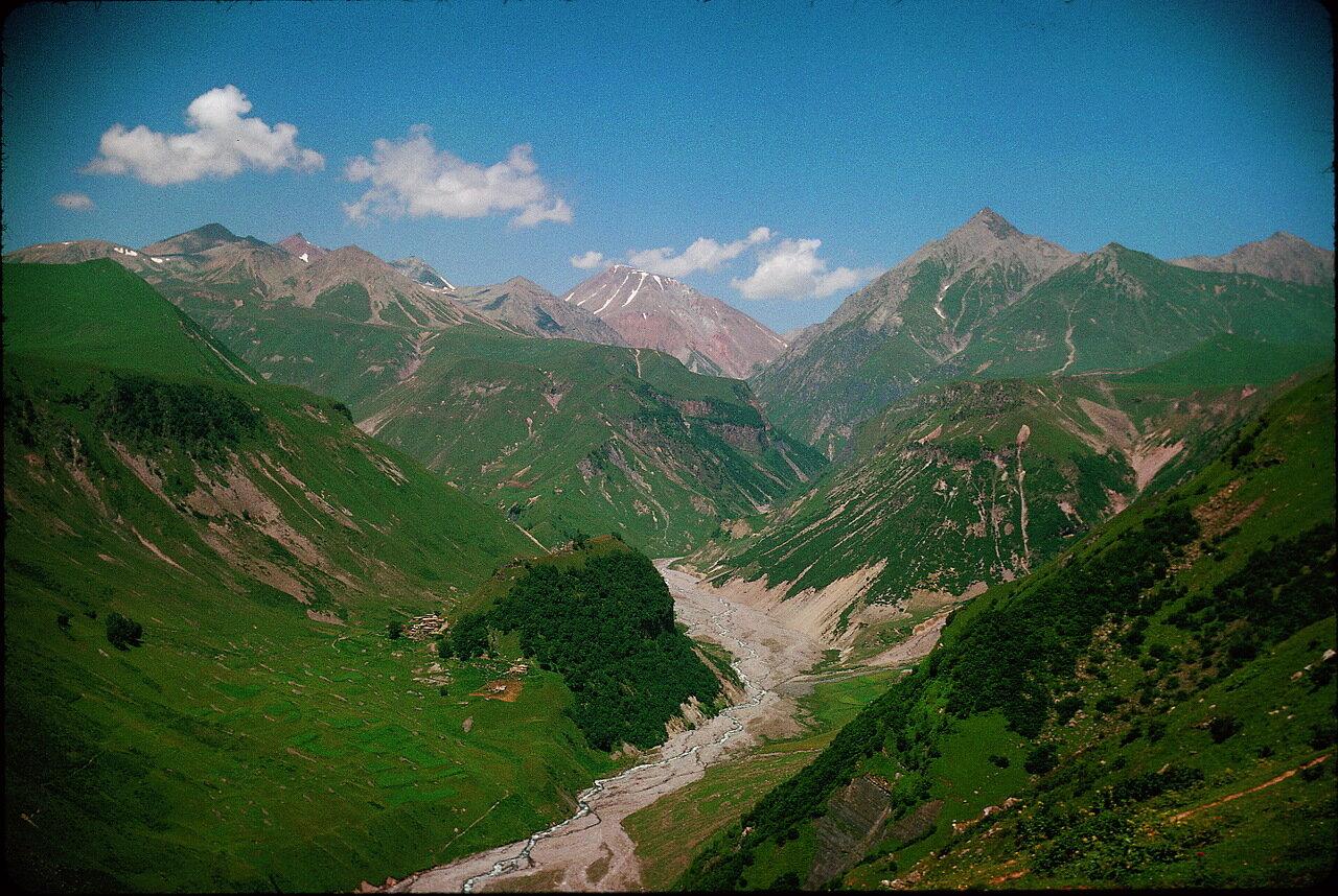 По дороге в Орджоникидзе. Долина Верхняя Арагви и горы Семи Братьев