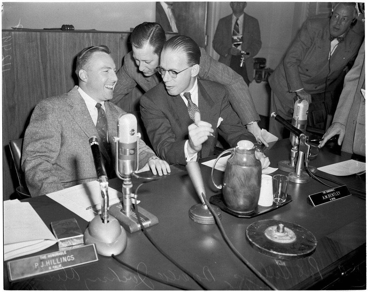 1954. 14 октября. Комиссия по расследованию антиамериканской деятельности. У.Ф.Прайс (помощник сенатора республиканца Хиллингса), Пат Макмахон (консультант), сенатор Пат Хиллингс
