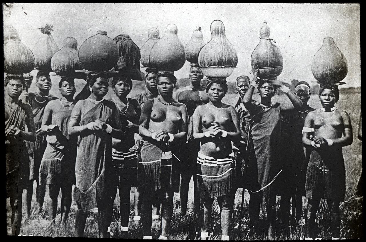 1910. Женщины масаи