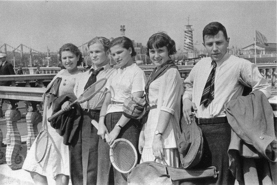 1930-е. Москва. ЦПКиО им. М. Горького.Теннисисты