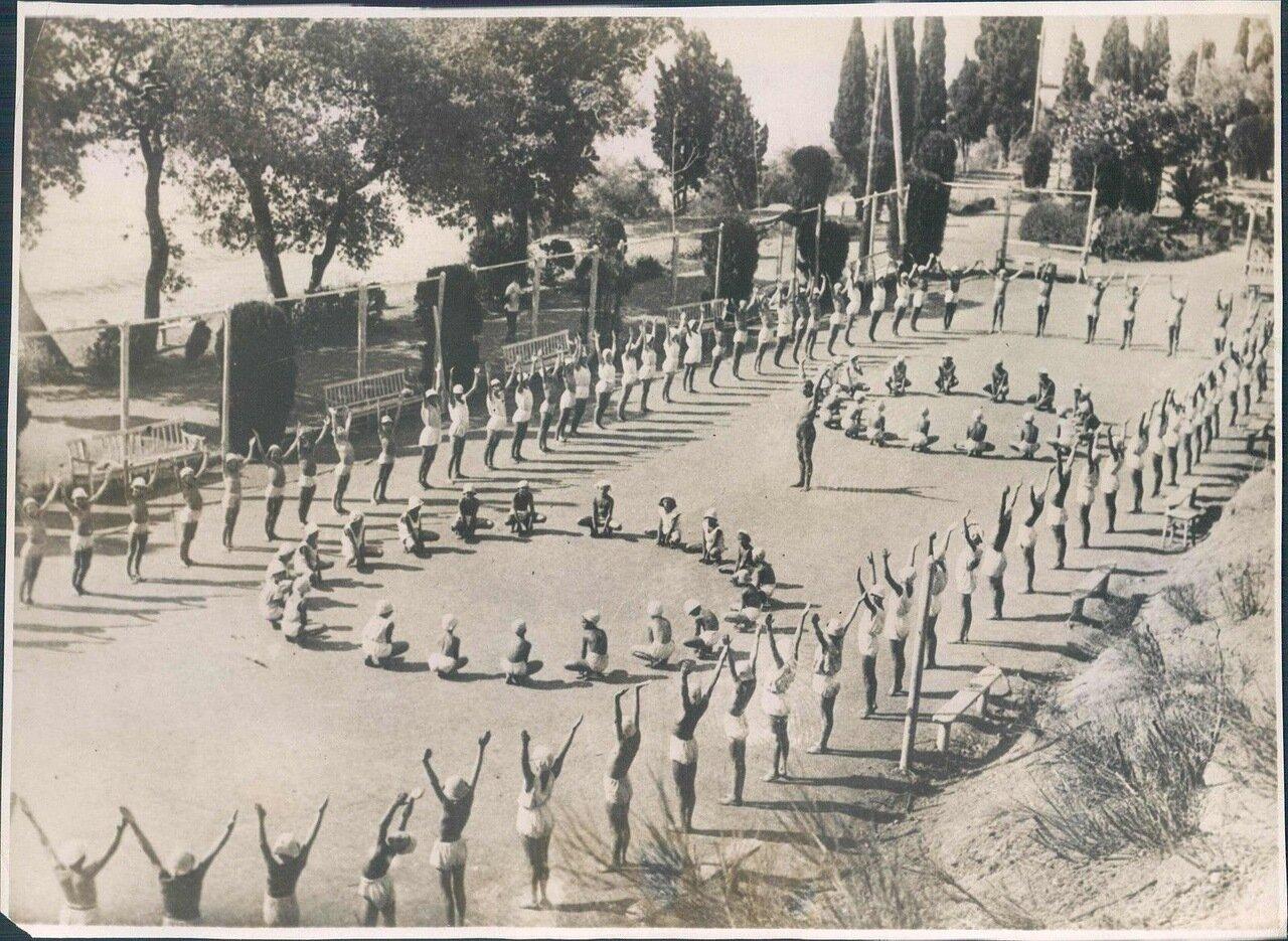 1932. В пионерском лагере