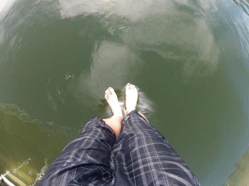 Момент прыжка в воду.
