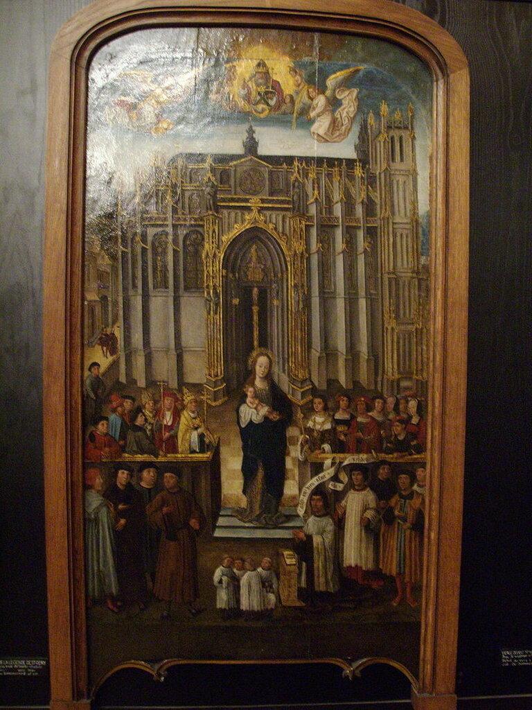 Vierge_devant_Saint-Vulfran_d'Abbeville.JPG