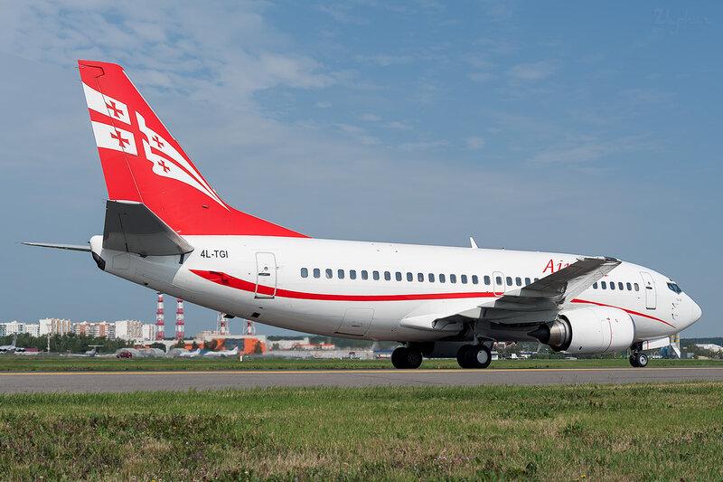 Boeing 737-505 (4L-TGI) Airzena DSC_1497
