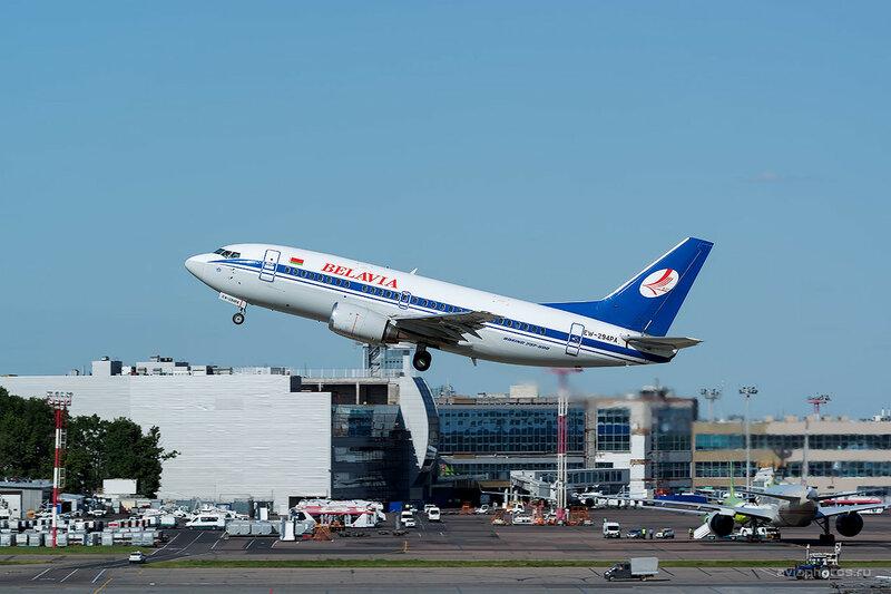Boeing 737-505 (EW-294PA) Belavia D808752