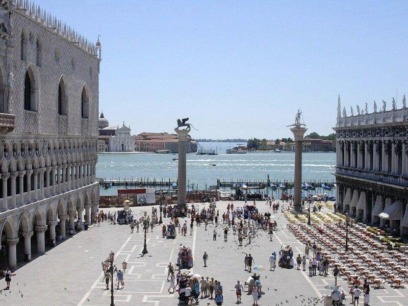 1024px-Venezia_piazza_s.Marco_2.JPG