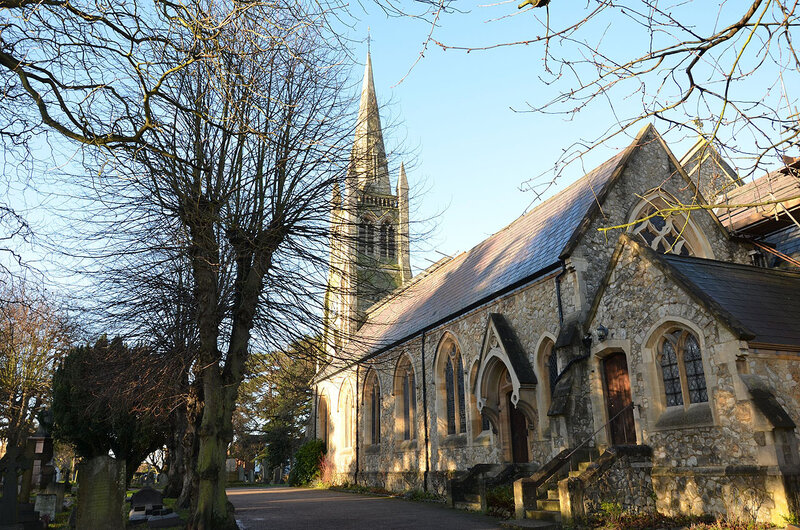 Англиканская церковь в пригороде Лондона