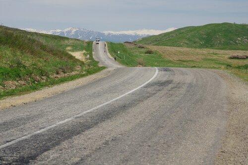 Дорога в горы на велосипеде