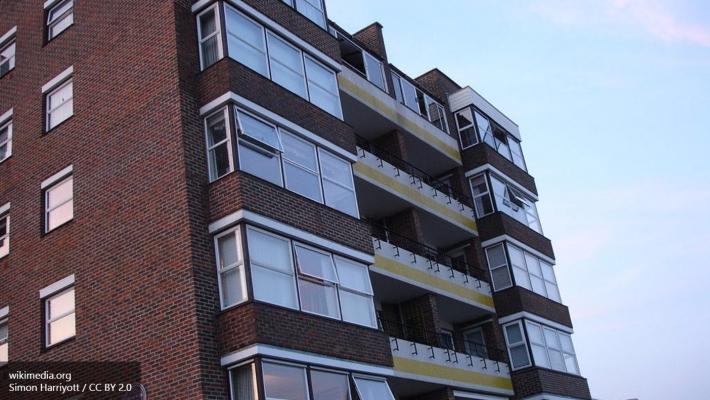 Петербуржец выбросил престарелую мать из окна 7 этажа