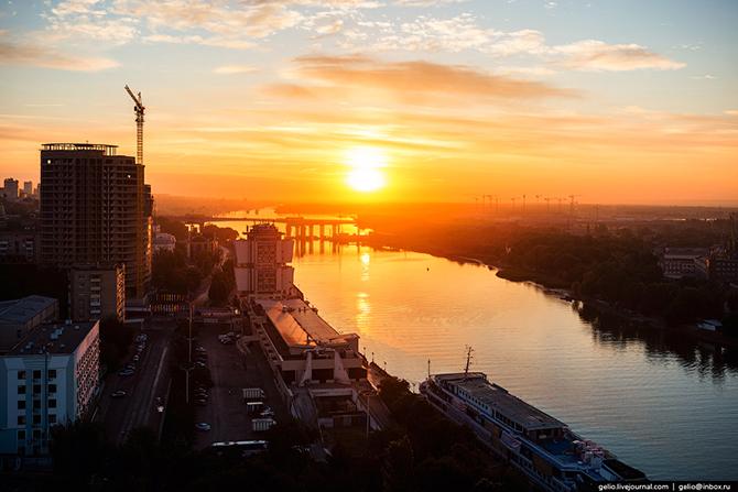 История Ростова-на-Дону берёт своё начало с момента основания Темерницкой таможни в 1749 году. Позже