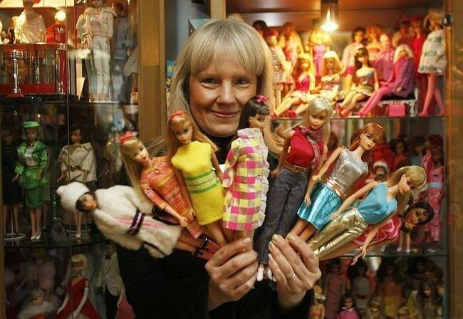 Обширная коллекция Беттины Дорфманн (Bettina Dorfmann), состоящая более чем из 15 000 различных кукол Барби, стала рекордной в 2011 году. Она получила свою первую куклу в 1966 году, однако начала серьёзно заниматься коллекционированием с 1993 года её коллекция продолжает расти.