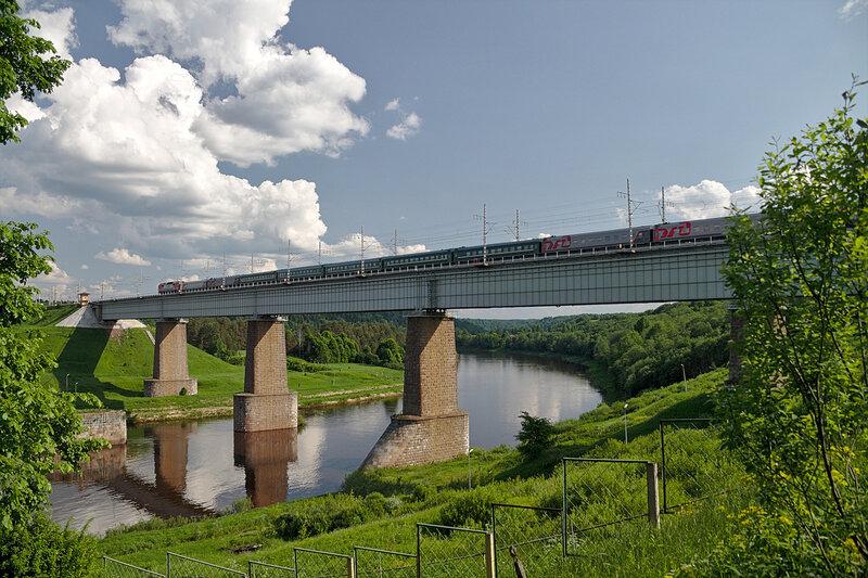ЭП2К с поездом Санкт-Петербург - Ижевск, Мстинский Мост.