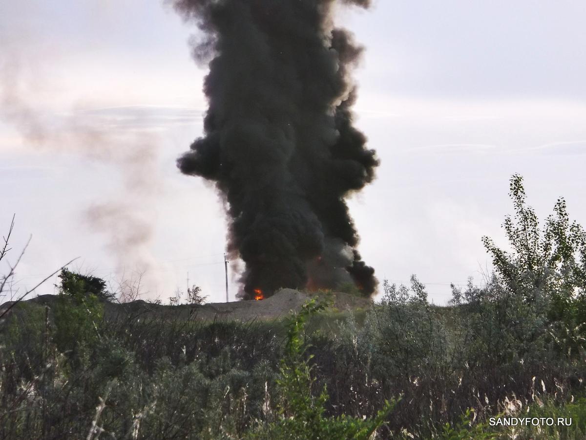 Пожар в районе песчаных карьеров в Троицке