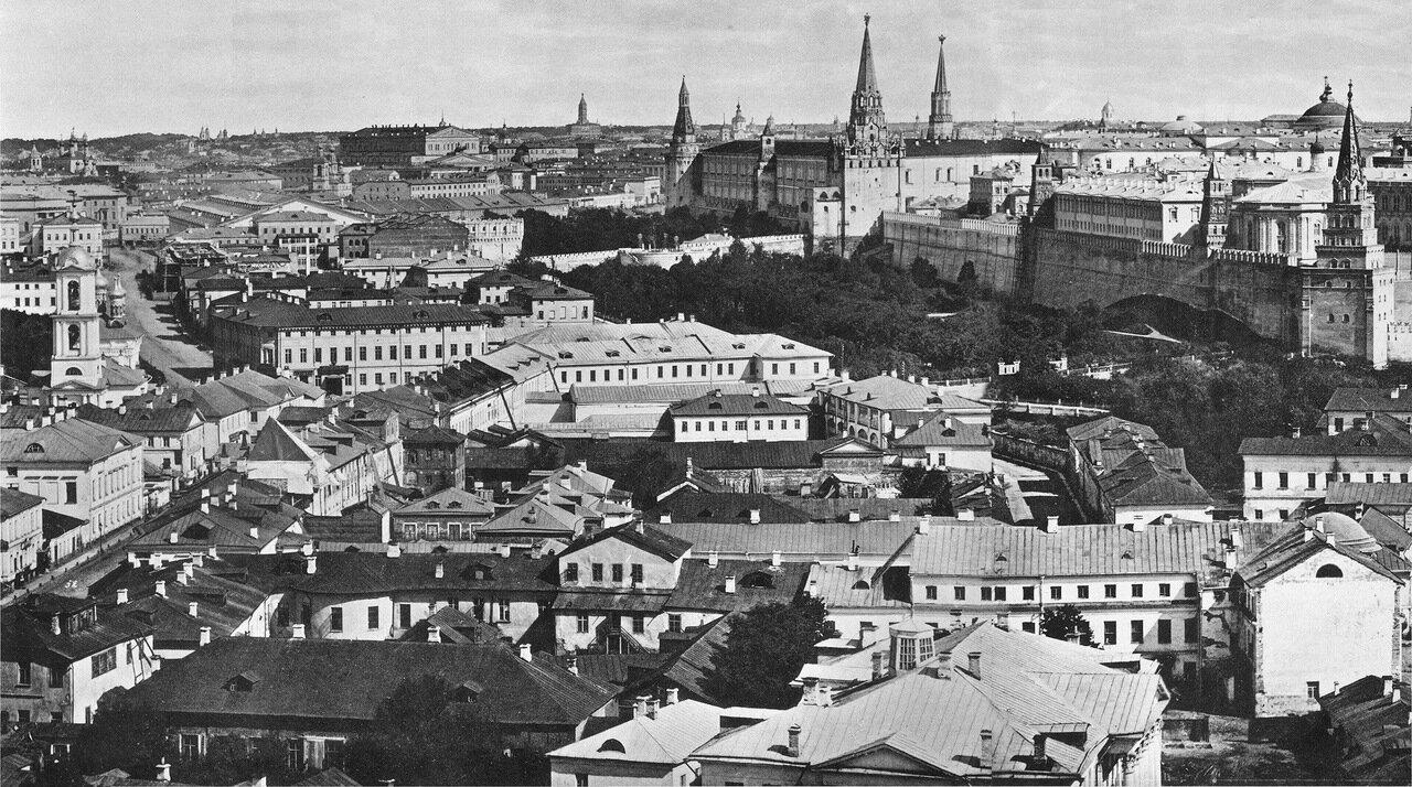 Вид в сторону Манежной площади с ХХС.