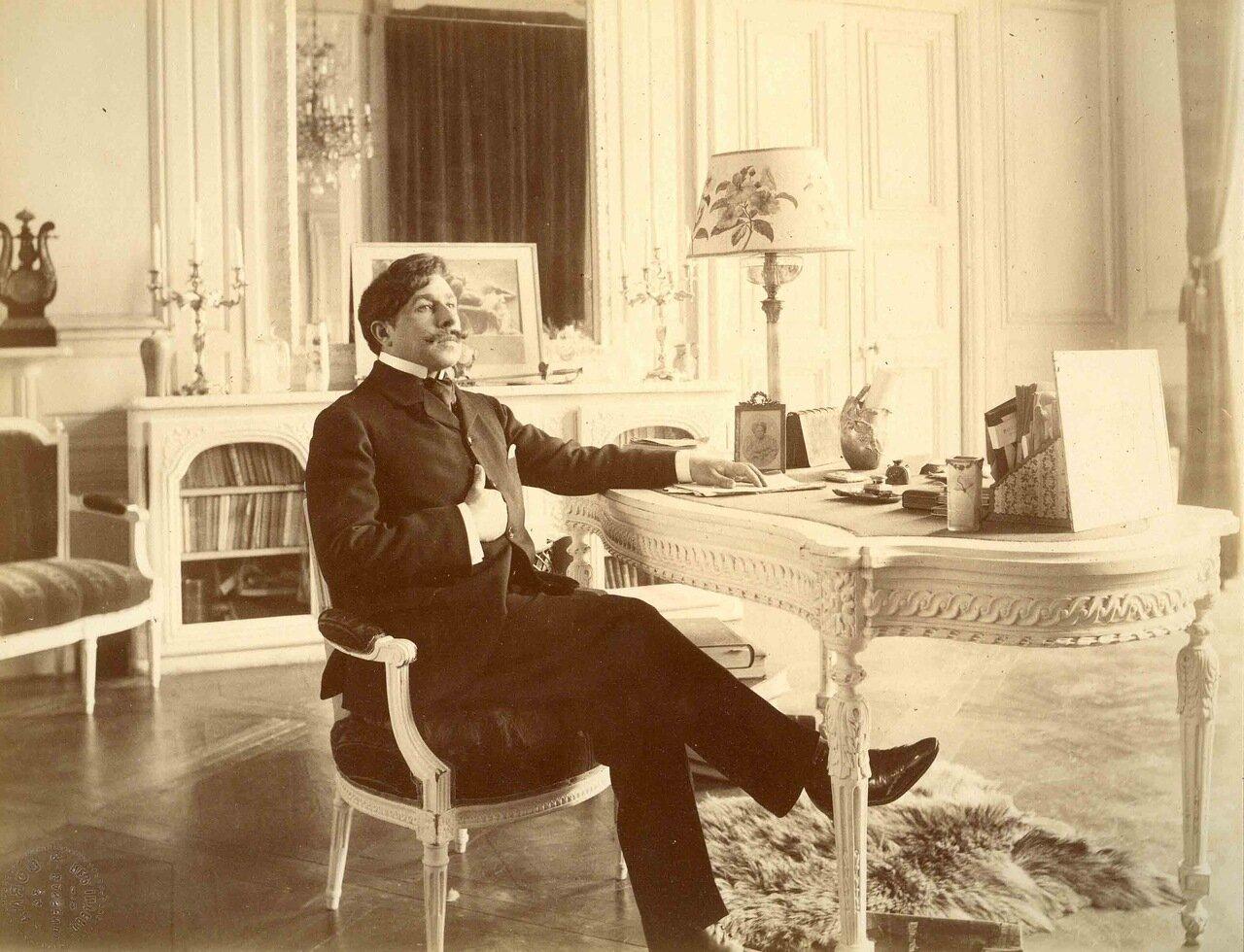 Поль Адан (6 декабря 1862, Париж — 2 января 1920, Париж), французский писатель