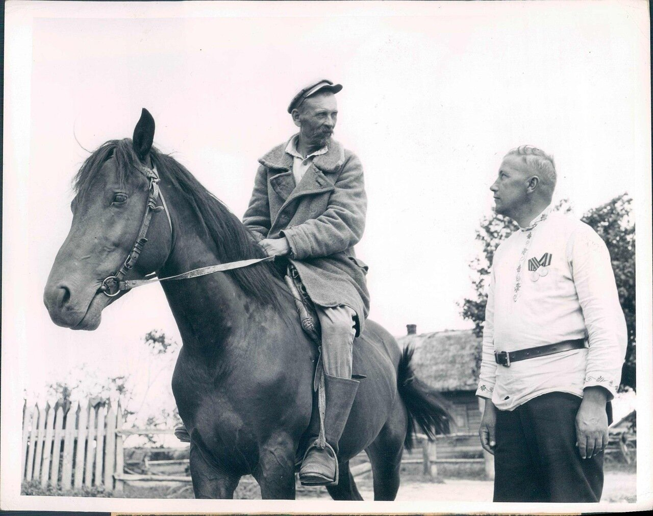 1945. Председатель колхоза с бригадиром