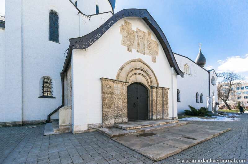 Северные врата Покровского собора Марфо-Мариинской обители