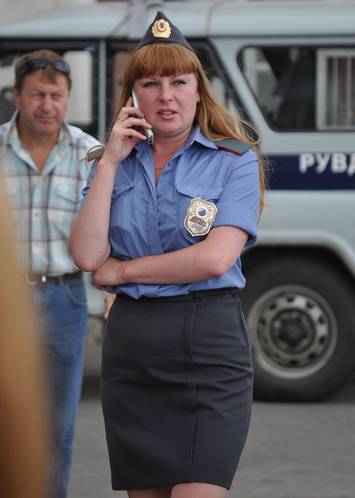 Russian_Female_Police_Officer_-_July_2009.jpg