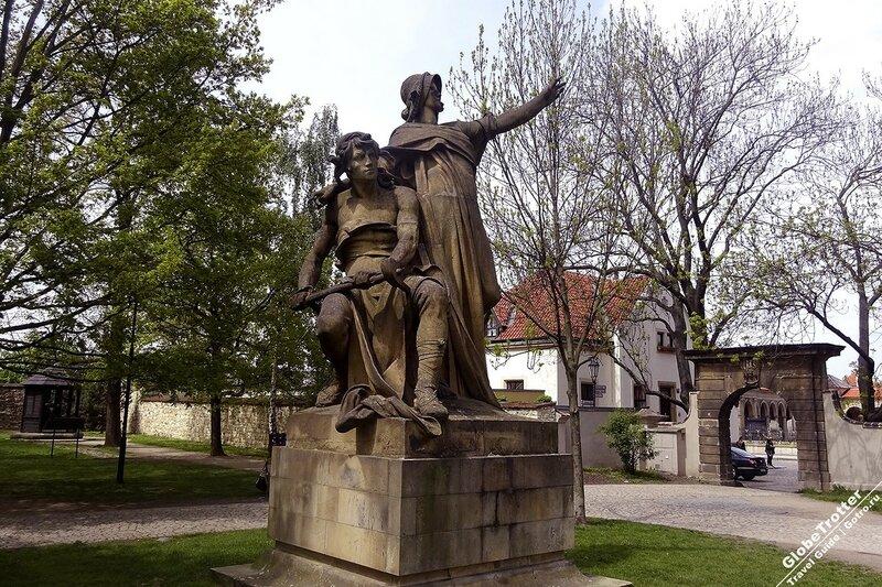 Prague-Vishegrad-Premysl-and-Libuse-sculpture-by-Josef-Vaclav-Myslbek-1881-kopiya.jpg