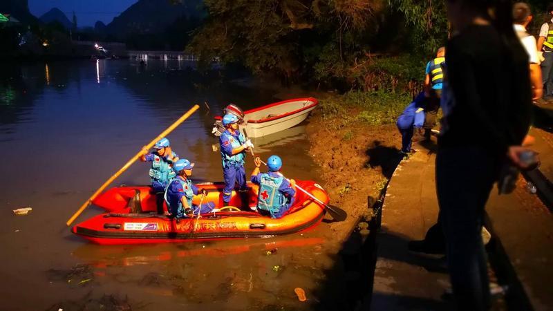 17 человек погибли из-за столкновения двух «драконьих» лодок в Китае
