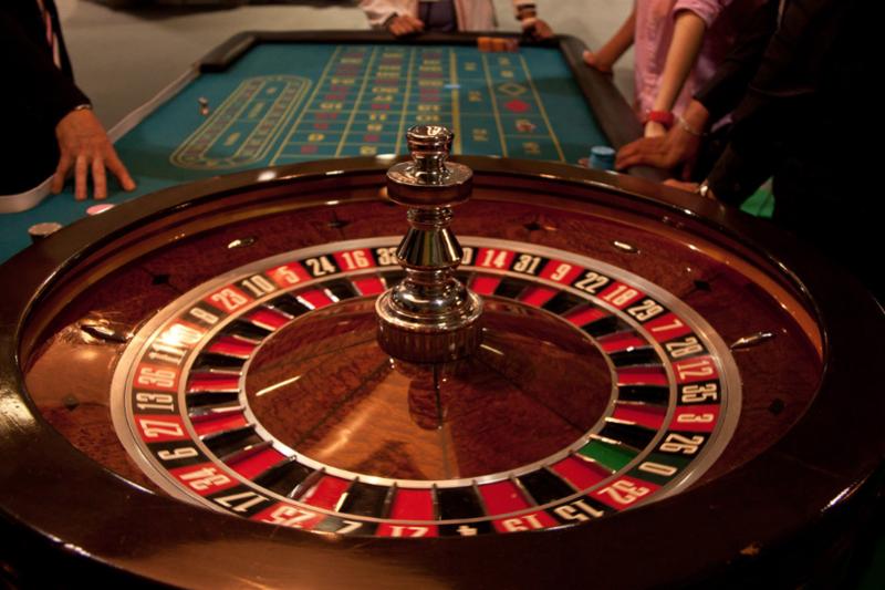 Кому запрещено посещать казино играть онлайн бесплатно в карты в раздевание