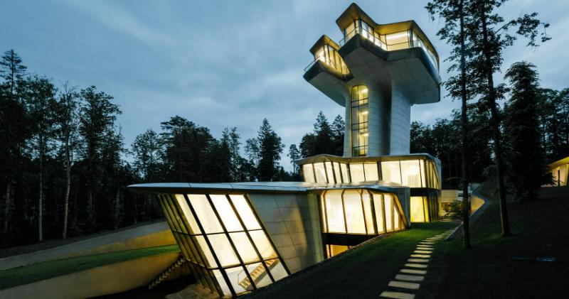 «Это другой уровень наслаждения жизнью»: единственный в мире жилой дом по проекту Захи Хадид под Москвой (6 фото)
