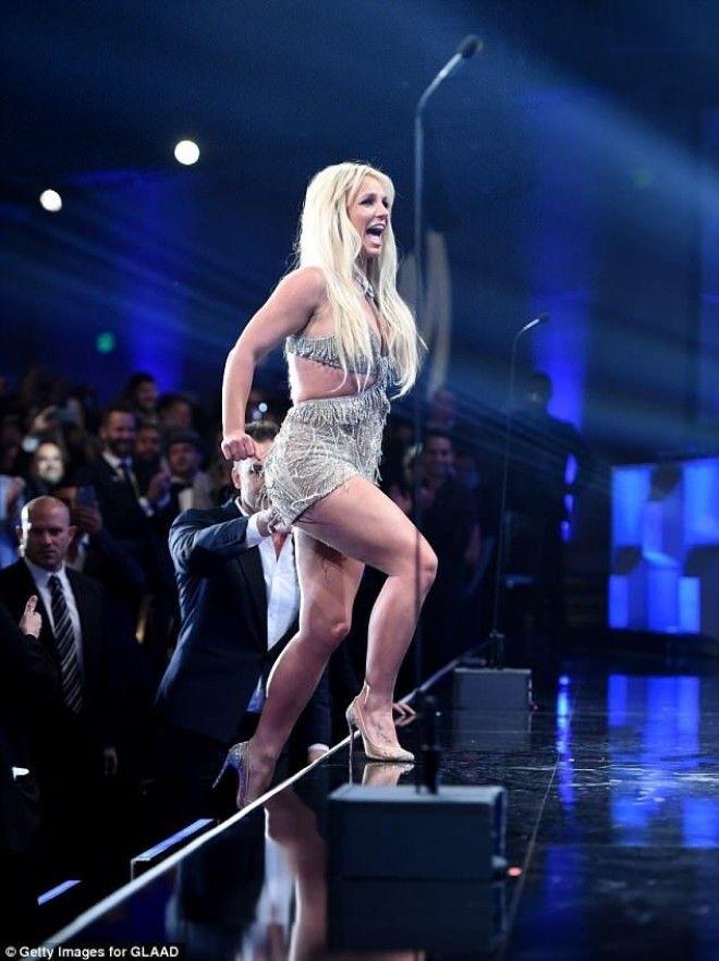 Бритни Спирс показала фигуру в крошечном платье
